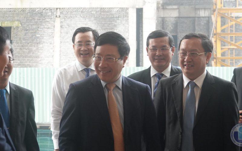 Phó Thủ Tướng Phạm Bình Minh thăm trường Đại học Quốc tế